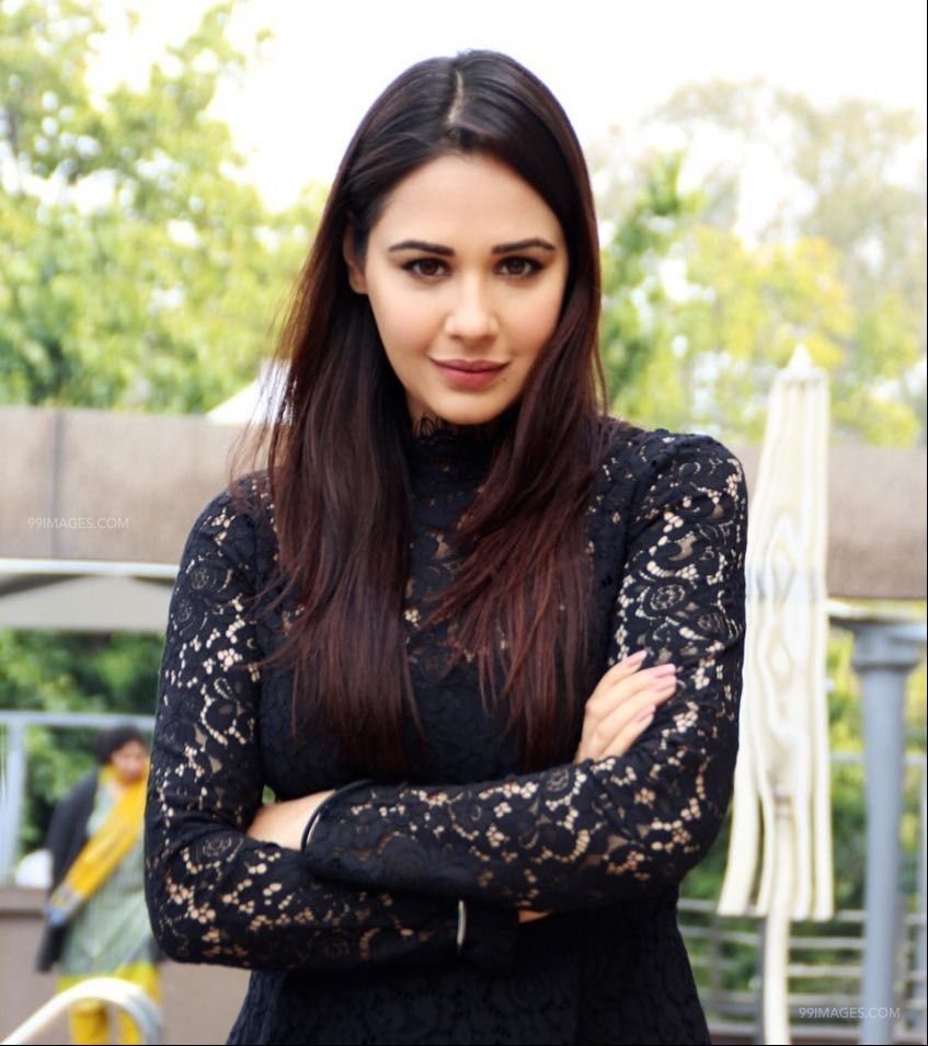 Mandy Takhar lodges FIR against the culprits who tried to defame her  through a Fake morphed video   WorldWisdomNews